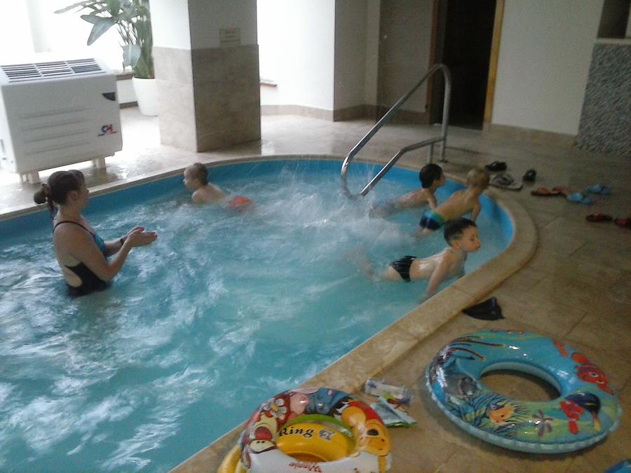 Занятия с детьми в бассейне клуб Смайлик (6)
