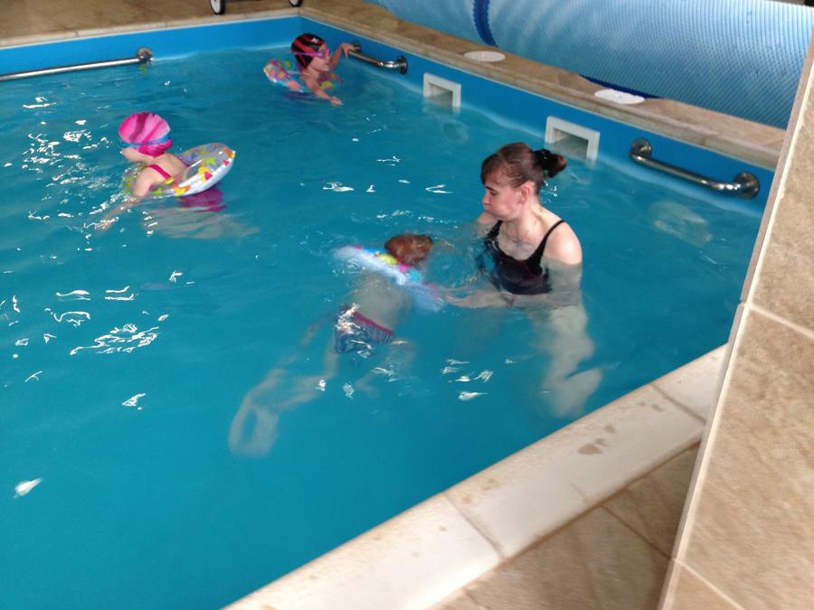 Занятия с детьми в бассейне клуб Смайлик (9)