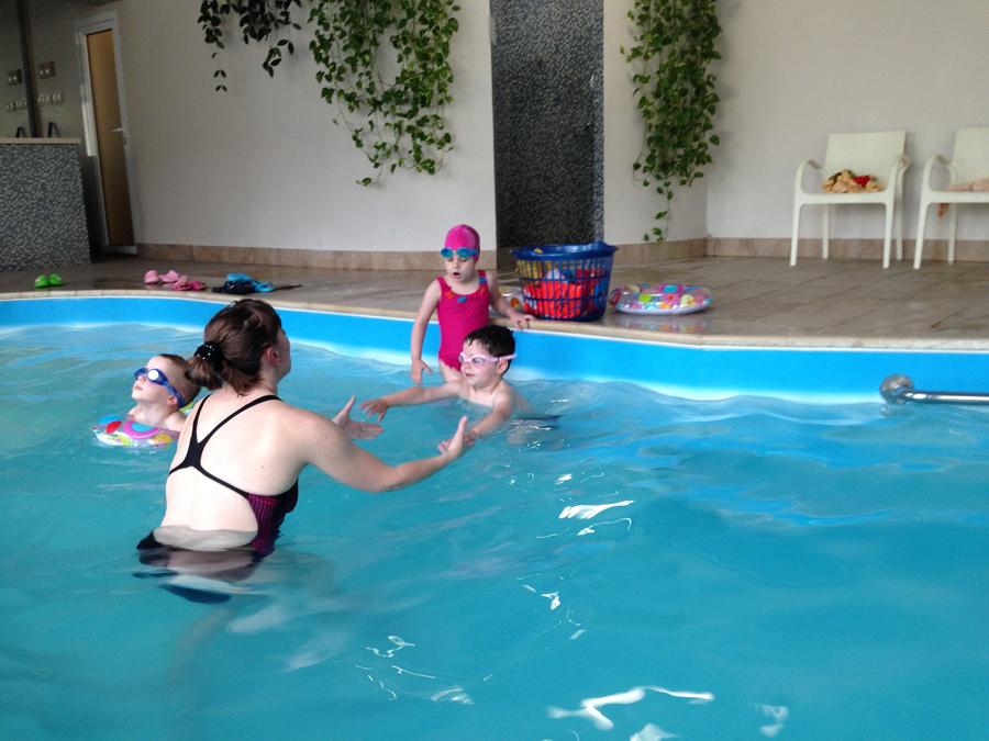 Занятия с детьми в бассейне клуб Смайлик (11)