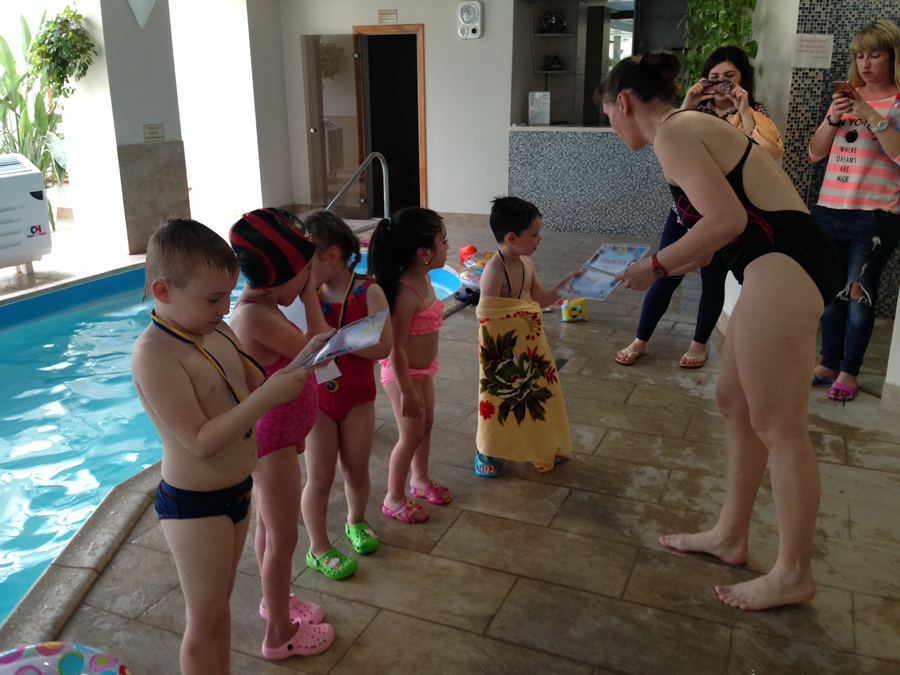 Занятия с детьми в бассейне клуб Смайлик (13)